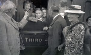 Brighton Mayor Bernard Dutton Bryant offering children sweets as they prepare to evacuate, 10 July 1943